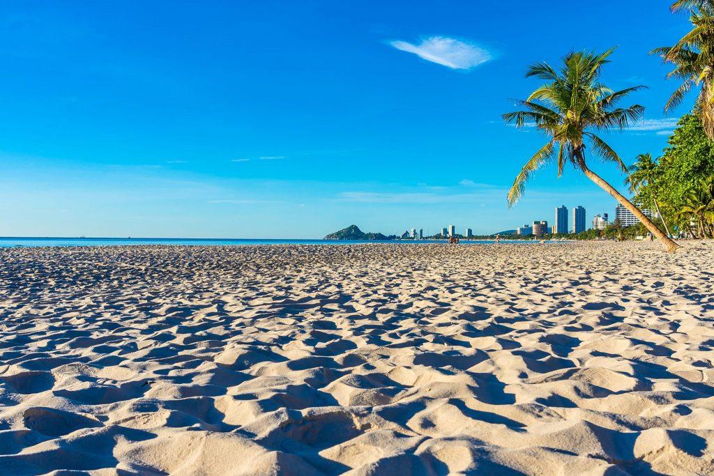 beautiful-hua-hin-beach-min